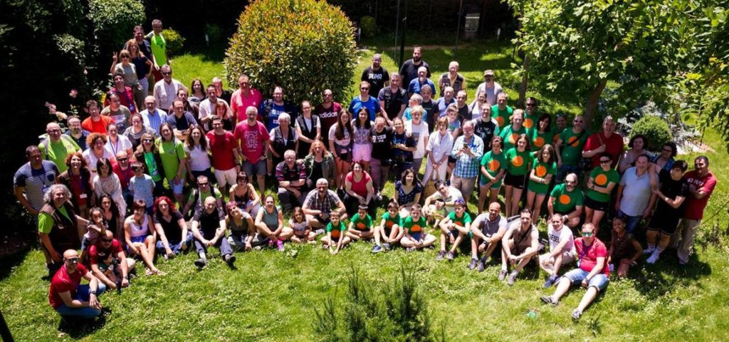 Clásica fotografía de los concursantes y la organización